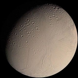640px-Enceladus_from_Voyager[1].jpg